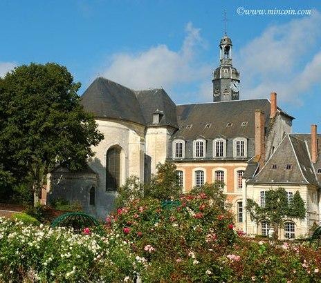 L'abbaye de Valloires se situe proche du camping des 4 plages