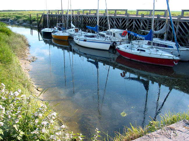 le port de la Madelon se situe à groffliers dans le Nord pas de calais proche de la Picardie et du Marquenterre